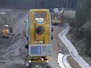 福岡市の再開発でトータルステーションの需要が増えている。